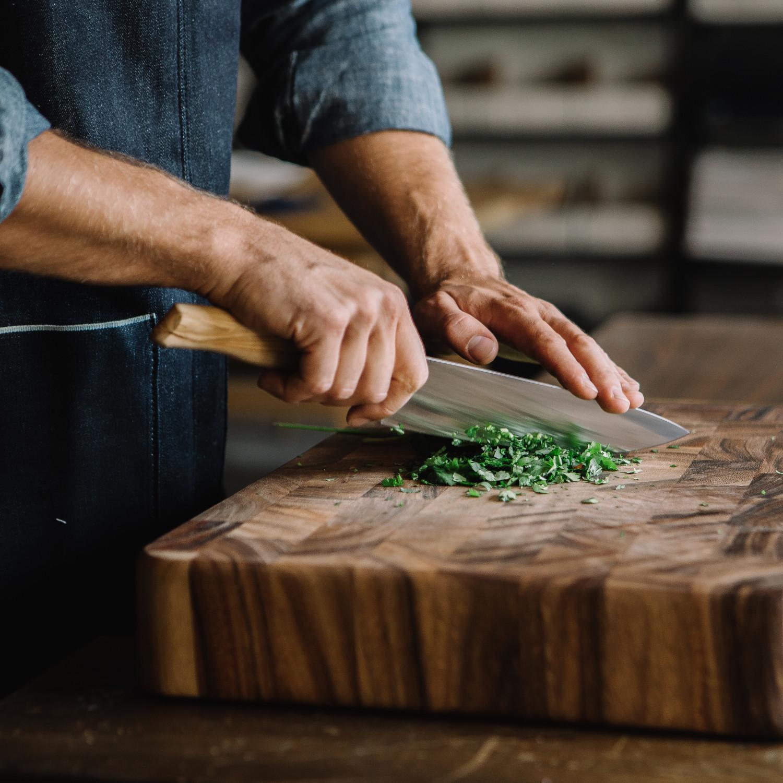 Küchenscharf Kochmesser 20 cm handgeschmiedet Olivenholz